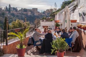 terraza-restaurante-cuevalarocio